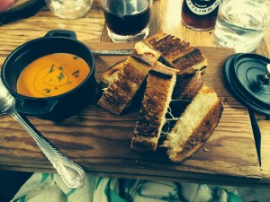 Grilled cheese and tomato soup fondue. Best. Idea. Ever.